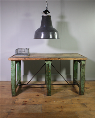 Industrial green Table x