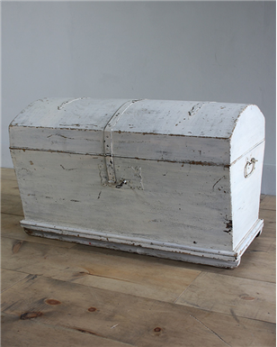 dutch white chest